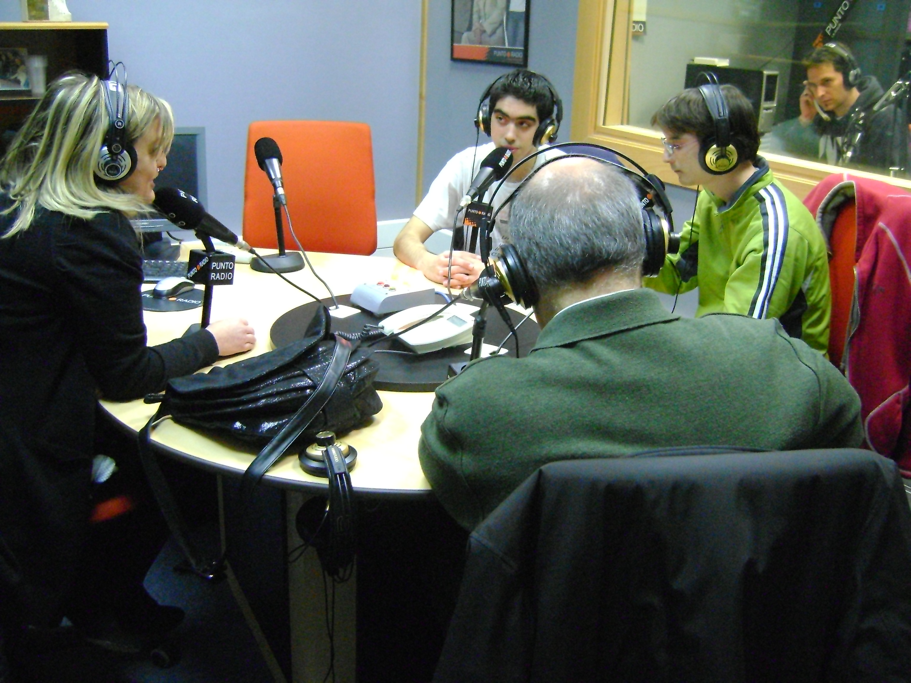 Entrevista en Punto Radio